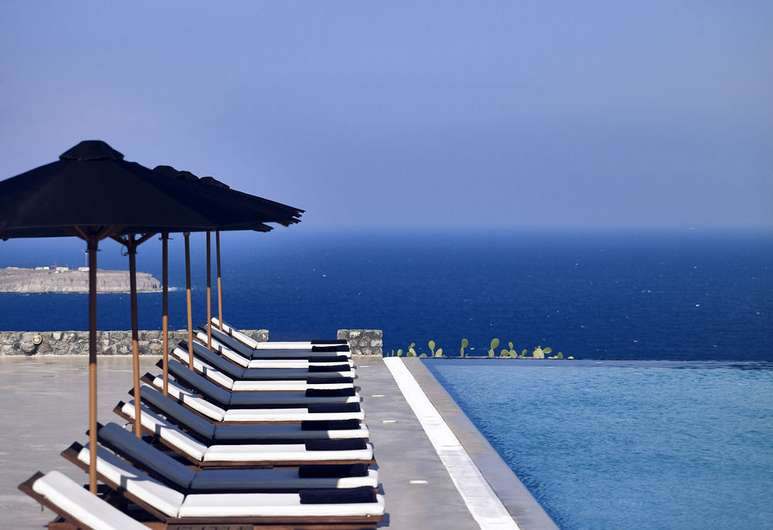 santo-maris-oia-luxury-suites-spa-santorini
